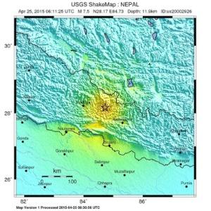 25.abr.2015 - Mapa divulgado pelo Serviço Geológico dos EUA (USGS, na sigla em inglês) mostra a localização do terremoto de magnitude 7,8 que atingiu a região central do Nepal e o norte da Índia na manhã deste sábado (25). Os tremores ocorreram por volta de 3h30 (horário de Brasília), com epicentro a 80 km da capital, Katmandu, e a 15 km de profundidade. O ministro da Informação do Nepal informou que cerca de 2,5 milhões de pessoas vivem na área atingida pelo terremoto
