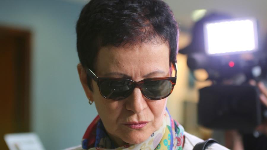 Marice Correa de Lima, cunhada do ex-tesoureiro do PT João Vaccari Neto, chega à Superintendência da Policia Federal, em abril de 2015 - Gisele Pimenta/Frame/Estadão Conteúdo