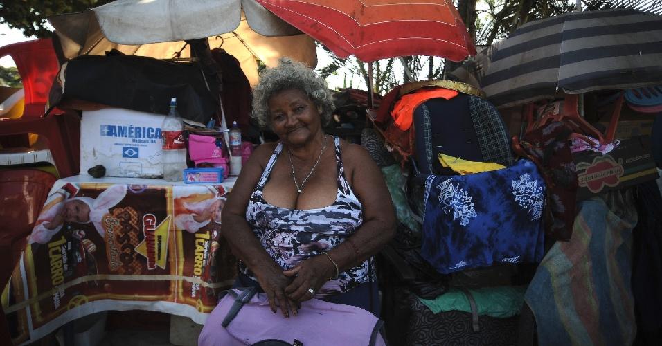 28.abr.2015 - Marlene Leal, 87, moradora da comunidade Praia de Ramos, no Complexo de Favelas da Maré, zona norte do Rio de Janeiro, vive em barraco improvisado na rua.