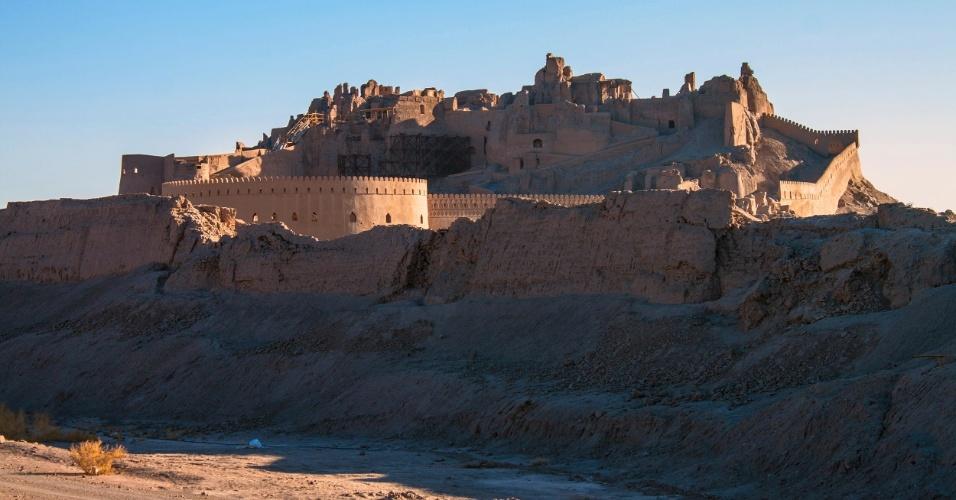30.abr.2015 - A antiga citadela de Bam, no Irã, foi danificada durante o terremoto que destruiu várias cidades e matou milhares de pessoas em 2003. A cidade que viveu seu apogeu entre os séculos 7 e 11, como centro de comércio, ainda passa por uma reconstrução