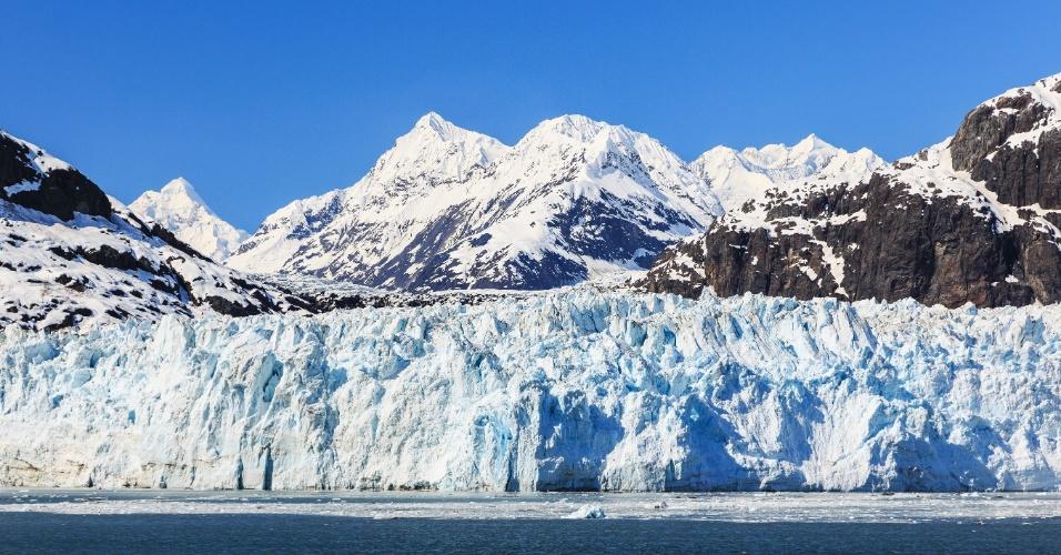 30.abr.2015 - Em 1899, um terremoto de magnitude 8,4 sacudiu a geleira no parque Bay, no Alasca. Em 1958, outro tremor devastou a baía Lituya. A região montanhosa combina cerca de 100 geleiras, com rios, lagos e uma fauna rica, ameaçada em tempos recentes muito mais pelo aquecimento global do que por terremotos