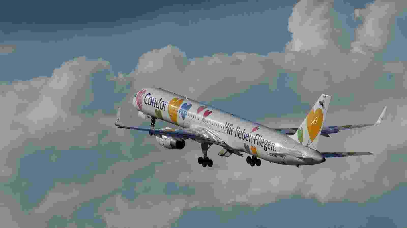 A empresa Dabon encheu de corações o avião 757-330 da companhia aérea alemã Condor - Michael Frank Franz/Flickr