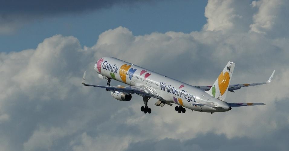 A empresa Dabon encheu de corações o avião 757-330 da companhia aérea alemã Condor