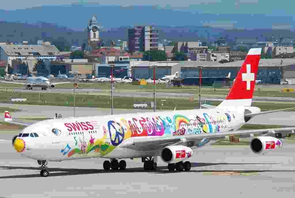 Essa pintura meio hippie foi feita pela Swiss Air Lines para comemorar a rota direta entre Zurique (Suíça) e San Francisco (EUA) - Aero Icarus/Flickr