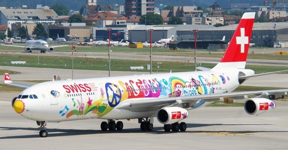 Essa pintura meio hippie foi feita pela Swiss Air Lines para comemorar a rota direta entre Zurique (Suíça) e San Francisco (EUA)