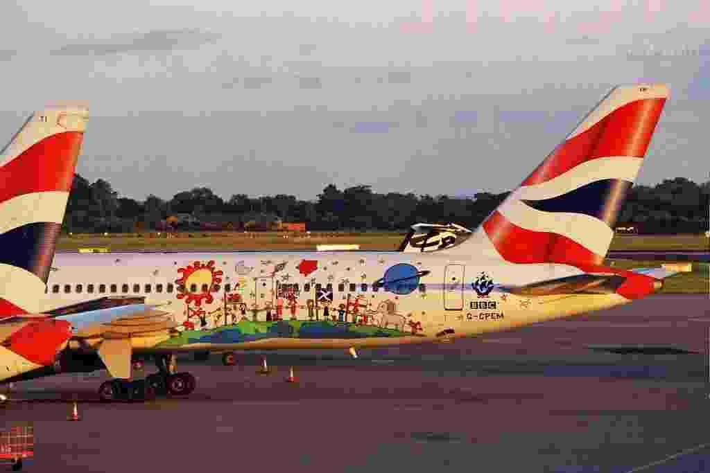 Este avião da British Airways traz uma ilustração em homenagem a Blue Peter, um programa de TV para crianças produzido pela BBC e muito popular no Reino Unido - Andrew Thomas/Flickr