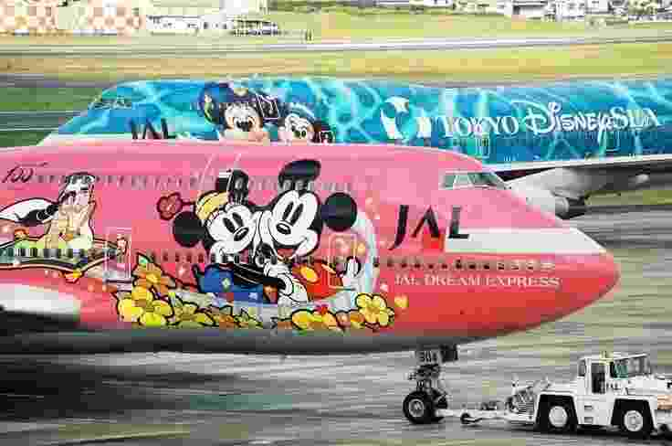 Personagens da Disney ilustram os aviões da Japan Airlines (JAL) - Robert Hutchinson/Pinterest