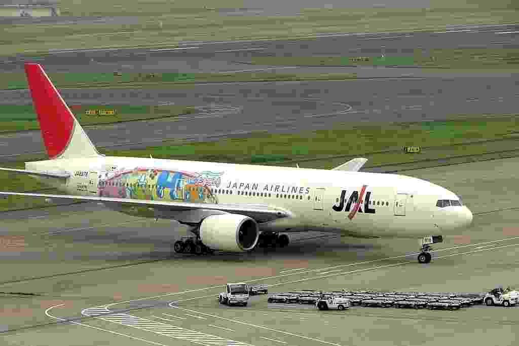 Personagens representando o bichinho virtual Tamagotchi ilustram o Boeing da Japan Airlines (JAL) - Yamaguchi Yoshiaki/Flickr