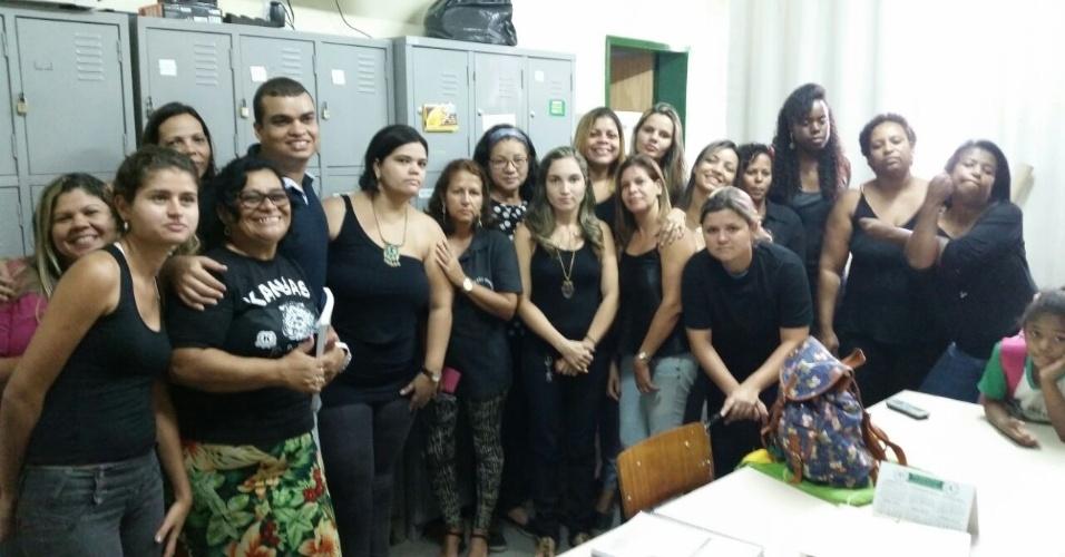 Professores da E.M. Presidente Castelo Branco, em Mesquita (RJ)