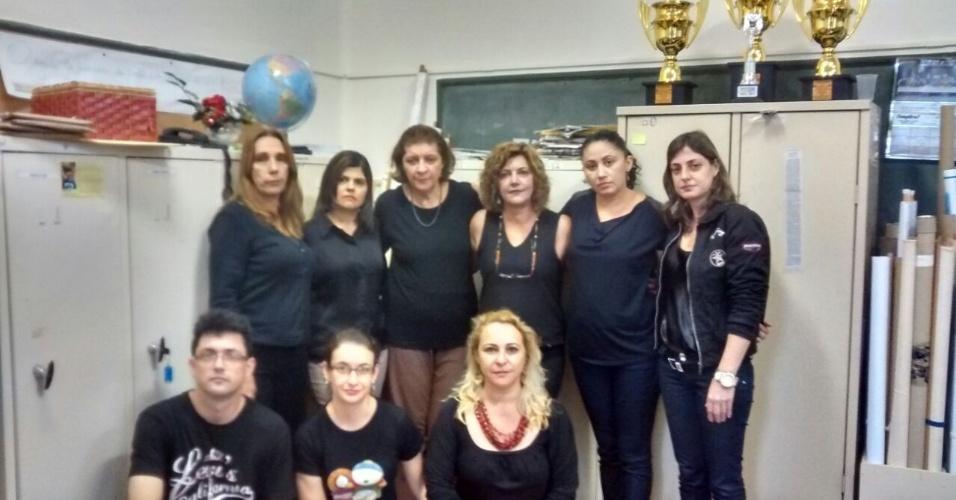 ?Professores da Escola Euclides da Cunha, em São José do Rio Pardo, em solidariedade e homenagem aos  colegas guerreiros violentados por quem não tem EDUCAÇÃO!?