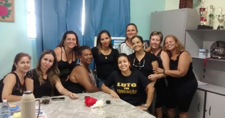 Professores de Nanuque-MG DE LUTO E EM LUTA pelo Brasil e em solidariedade aos professores do Paraná.