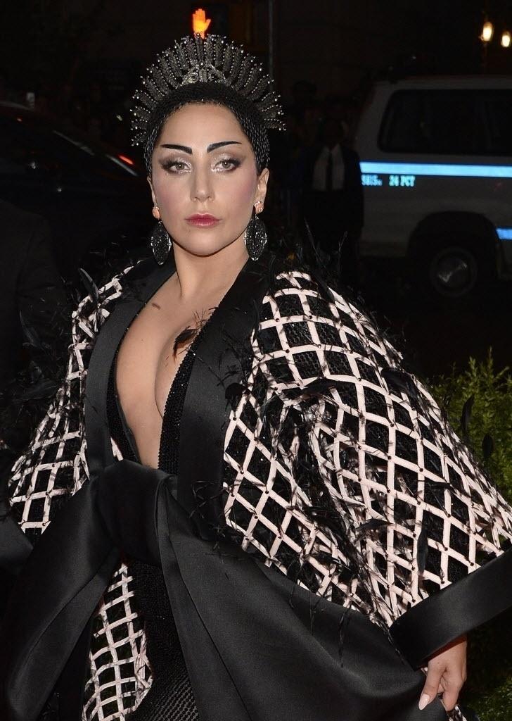 10.mai.2015 - A pop star Lady Gaga declarou ser portadora de lúpus em 2010, quando os exames acusaram um