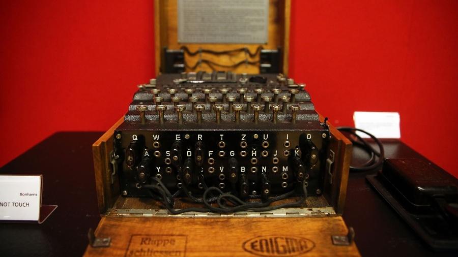 Máquina Enigma, que codificava mensagens do Exército da Alemanha na Segunda Guerra Mundial e cujo código foi quebrado pelos britânicos - Spencer Platt/Getty Images/AFP