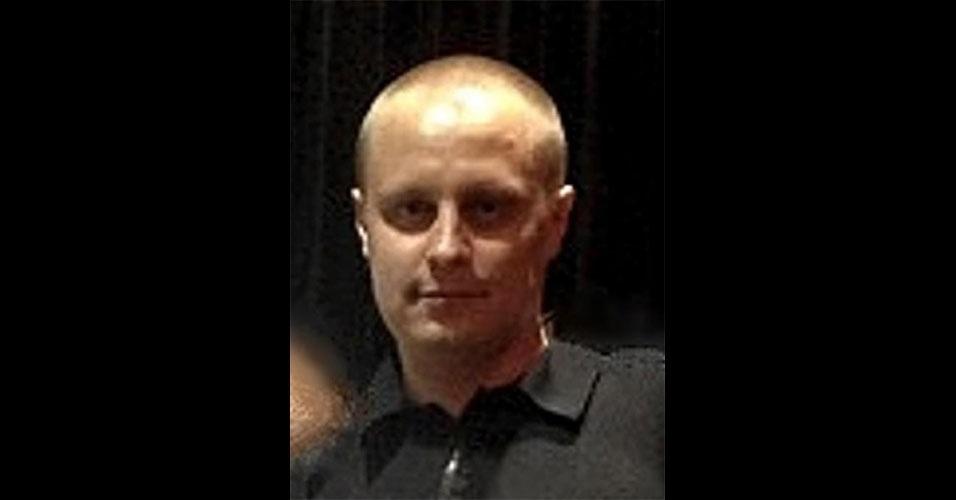 O hacker russo Evgeniy Mikhailovich Bogachev, 31, é, segundo o FBI, responsável por uma grande rede de computadores zumbis, que afetou quase 1 milhão de estações. Com o comando remoto dessas máquinas, Bogachev é acusado de ter roubado mais de US$ 100 milhões de contas bancárias. O órgão norte-americano oferece US$ 3 milhões de recompensa para quem achá-lo