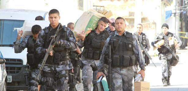 Militares e traficantes voltaram a trocar tiros no Morro da Coroa neste  domingo (10) 6b58532f8be6f