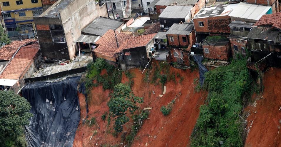 Chuva em salvador causa deslizamento de terra e mortes fotos uol not cias - Fotos terras ...