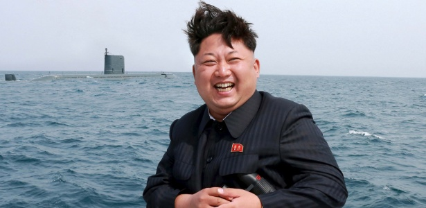 9.mai.2015 - O ditador norte-coreano, Kim Jong-un, posa para foto durante lançamento-teste de míssil balístico submarino, divulgada pela agência estatal KCNA