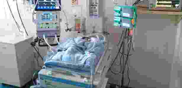 De acordo com nota divulgada pelo hospital, a medida foi tomada por precaução, uma vez que a Unidade de Terapia Intensiva Pediátrica tem capacidade para atender 10 pacientes e hoje a ala infantil já acolhe 21 crianças, ou seja, o dobro de sua capacidade - Caius Lucilius / HC
