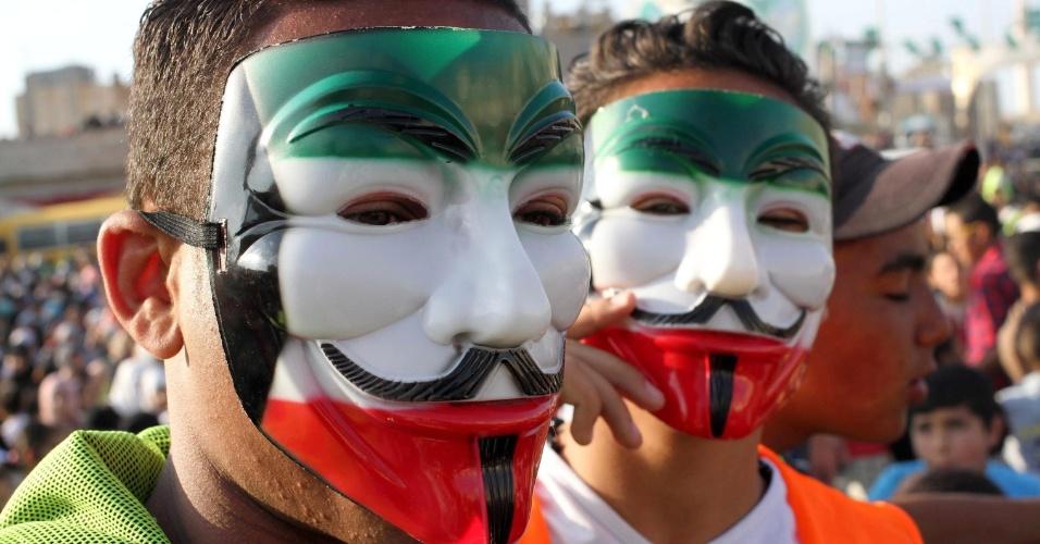15.mai.2015 - Refugiados palestinos usam mascaras durante manifestação que marca o Nakba, no campo de Bakaía, próximo a Amã, na Jordânia, nesta sexta-feira (15). O Nakba lembra a expulsão de mais de 700 mil palestinos após a criação de Israel, em 1948