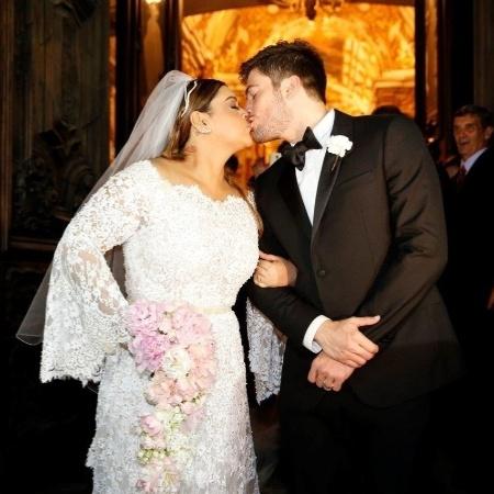Preta Gil beija o noivo durante cerimônia de casamento - AgNews