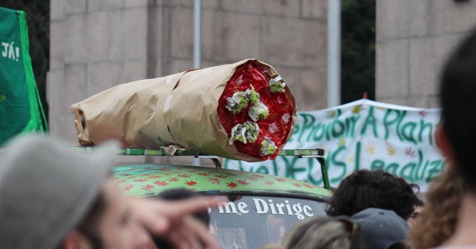 16.mai.2015 - A ''Marcha da Maconha'' reuniu centenas de simpatizantes à descriminalização da droga no Parque da Redenção, em Porto Alegre (RS), neste sábado. A passeata foi pacífica e não houve registro de incidentes