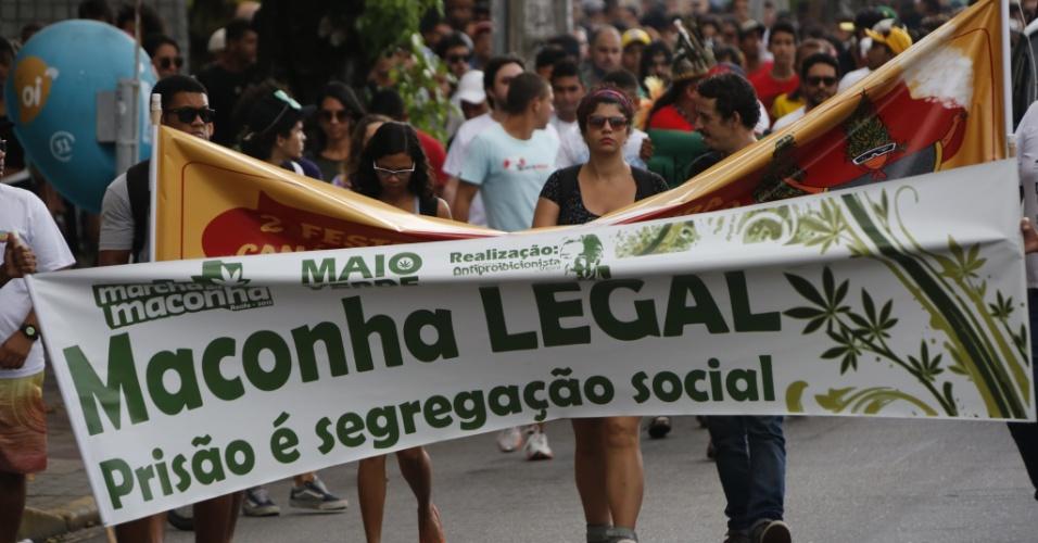 17.mai.2015 - Participantes da ''Marcha da Maconha'' saíram pelas ruas do Recife, na tarde deste domingo. A passeata teve início na praça do Derby e seguiu até a rua da Aurora, onde acontece o 2º Festival de Cultura Cannábica de Pernambuco