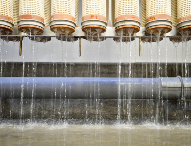 Membrana remove impurezas durante a reciclagem de água, incluindo vírus, compostos farmacêuticos e minerais dissolvidos - Stuart Palley/The New York Times