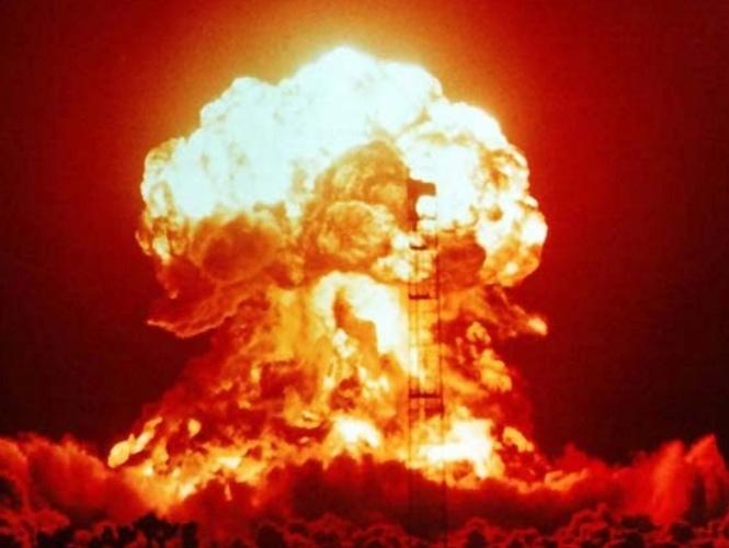 Imagem de um teste nuclear realizado em 18 de abril de 1953, em Nevada, nos Estados Unidos