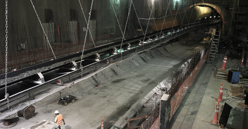 15.mai.2015 - Obras da plataforma de embarque da estação Nossa Senhora da Paz, da Linha 4 do Metrô do Rio de Janeiro, em Ipanema, na zona sul da cidade, estão sendo finalizadas. Ao fundo, na foto, o túnel que fará a ligação com a estação Jardim de Alah, que se encontra em processo de escavação