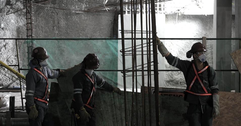 15.mai.2015 - Operários trabalham na estação Nossa Senhora da Paz, da Linha 4 do Metrô do Rio de Janeiro, em Ipanema, na zona sul da cidade. As obras estão em fase de finalização