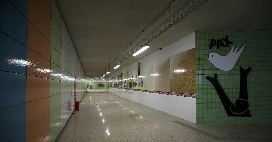15.mai.2015 - Corredor de acesso à plataforma de embarque da estação Nossa Senhora da Paz, da Linha 4 do Metrô do Rio de Janeiro, em Ipanema, na zona sul da cidade, que se encontra em fase final de obras