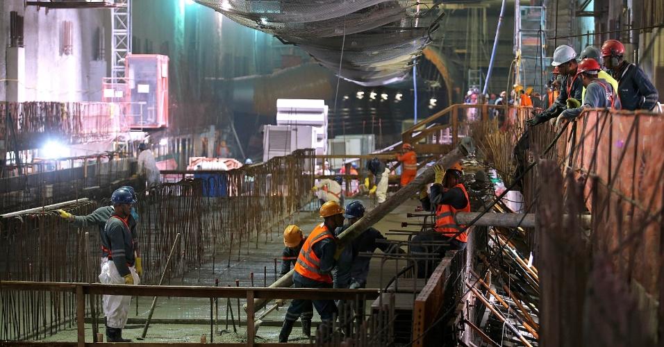 15.mai.2015 - Operários trabalham no acabamento da plataforma de embarque da estação Nossa Senhora da Paz, da Linha 4 do Metrô do Rio de Janeiro, em Ipanema, na zona sul da cidade