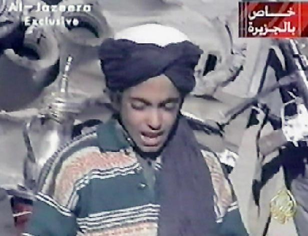 Imagem da TV Al Jazeera exibe Hamza, filho mais novo de Osama bin Laden, por volta dos 10 anos de idade