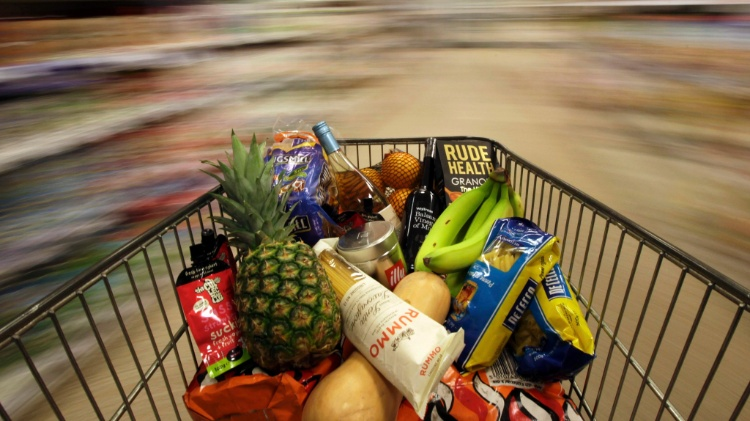 Economia   Na contramão da crise, supermercados contratam e traçam expansão