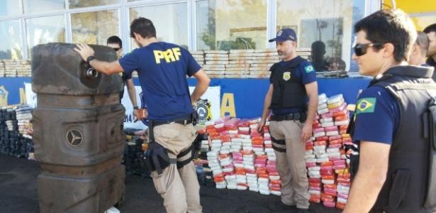 Polícia Rodoviária Federal apreende em carretas centenas de quilos de cocaína e de maconha, em Alto Paraíso (PR)