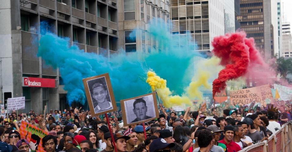 23.mai.2015 - Cerca de 4.000 pessoas participaram da Marcha da Maconha realizada neste sábado (23) em São Paulo. Os manifestantes iniciaram a concentração do vão livre do Masp (Museu de Arte de São Paulo) e seguiram até o Largo São Francisco, onde fica a faculdade de Direito da USP (Universidade de São Paulo)