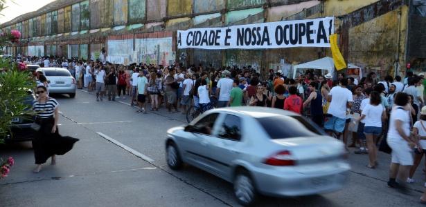 Ação do movimento Ocupe Estelita acontece na avenida Engenheiro José Estelita, onde empreiteiras pretendem construir um conjunto de edifícios em um bairro histórico do centro do Recife
