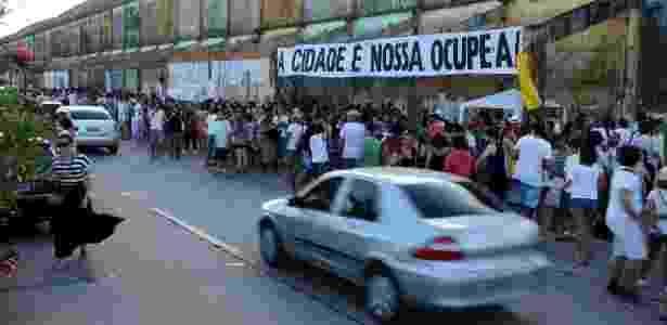 Ação do movimento Ocupe Estelita acontece na avenida Engenheiro José Estelita, onde empreiteiras pretendem construir um conjunto de edifícios em um bairro histórico do centro do Recife - Direitos Urbanos/Divulgação