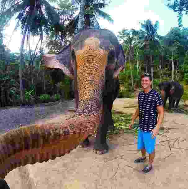 25.mai.2015 - O turista Christian LeBlanc fez sucesso nas redes sociais depois que compartilhou uma selfie tirada por um elefante com sua tromba em um parque na Tailândia - Reprodução/Intagram/christian_leblanc