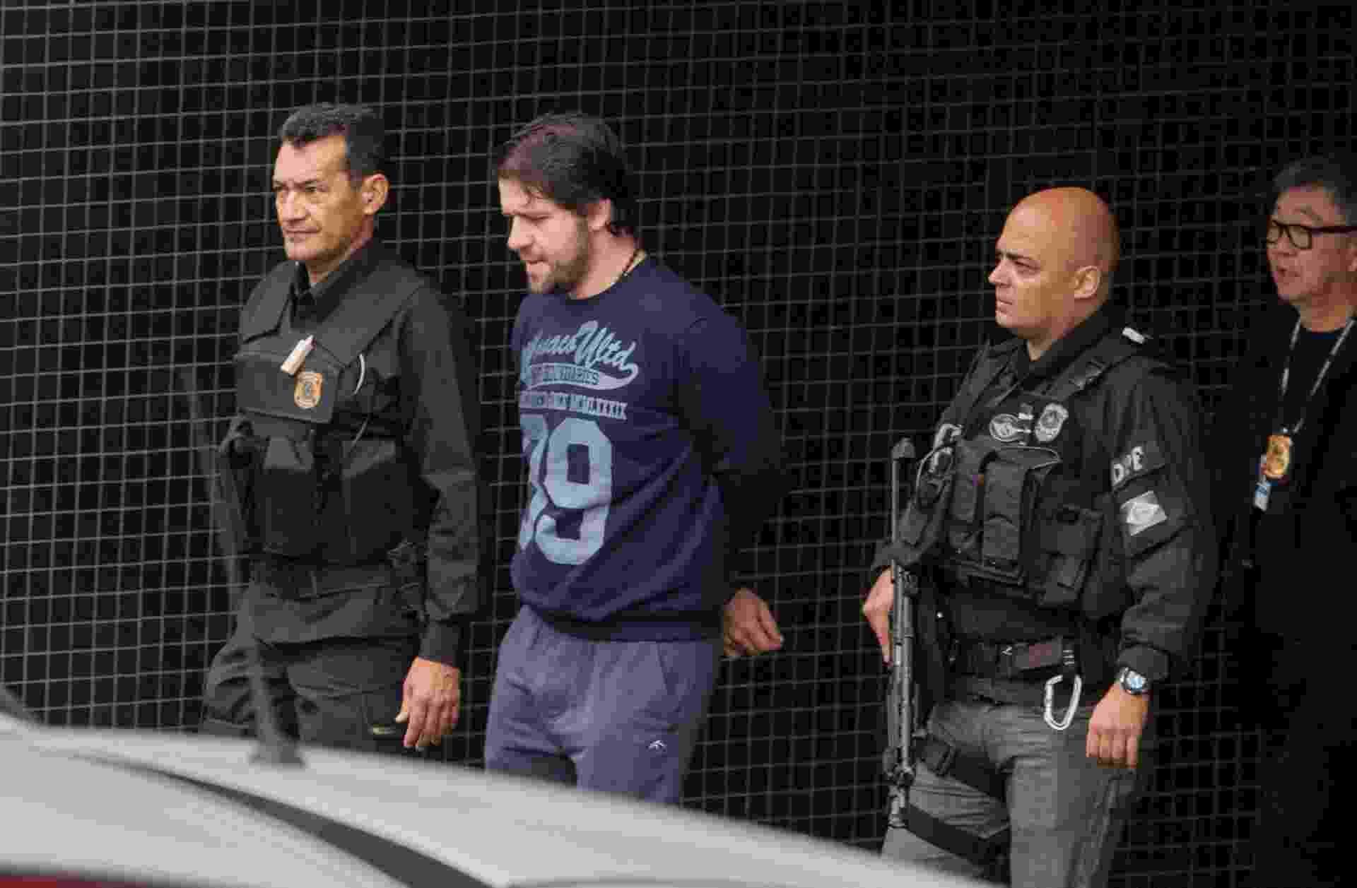 26.mai.2015 - O ex-deputado federal Luiz Argôlo (SD-BA), preso na Operação Lava Jato, é transferido da sede da Polícia Federal de Curitiba para o Complexo Médico-Penal do Paraná, em Pinhais, na região metropolitana da capital paranaense - Paulo Lisboa/Brazil Photo Press/Estadão Conteúdo