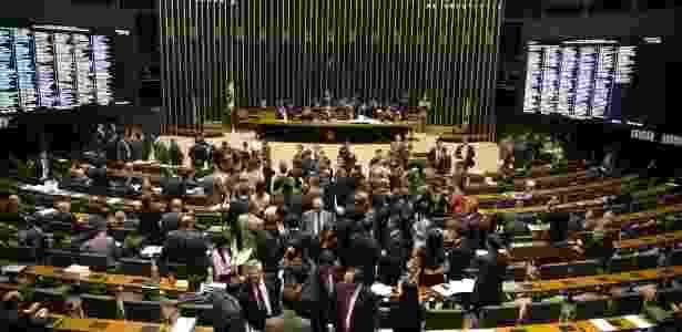 27.mai.2015 - Deputados continuam a votação sobre itens da reforma política nesta quarta-feira (27), entre os temas discutidos está o financiamento público de campanha - Ed Ferreira/Folhapress
