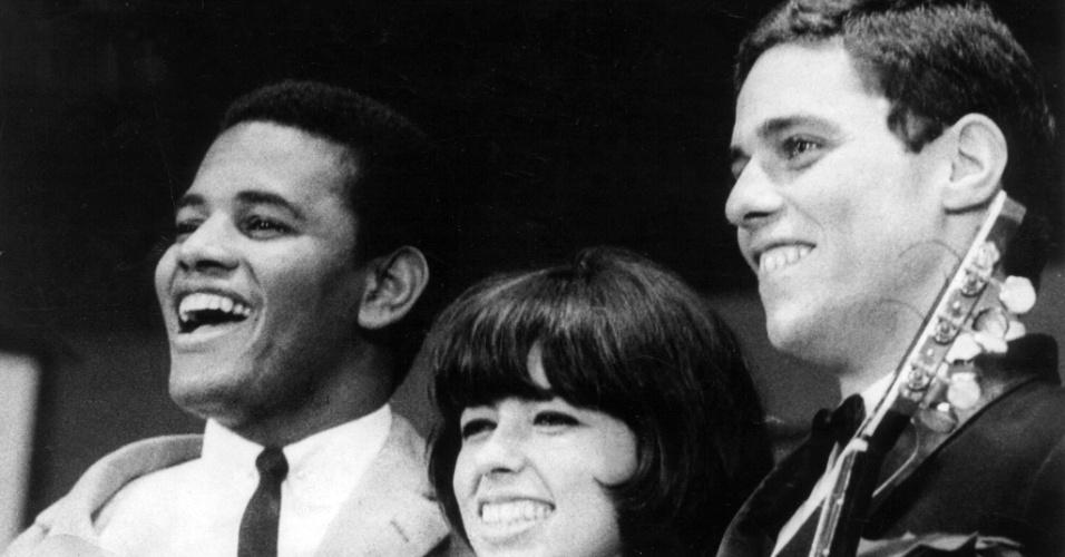 Jair Rodrigues, Nara Leão e Chico Buarque de Hollanda durante o Festival de Música Popular Brasileira da TV Record de 1966