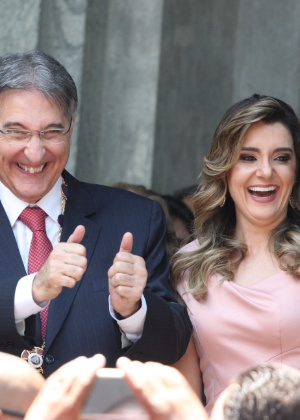 Fernando Pimentel (PT), ao lado da mulher Carolina, durante sua posse como governador de Minas Gerais