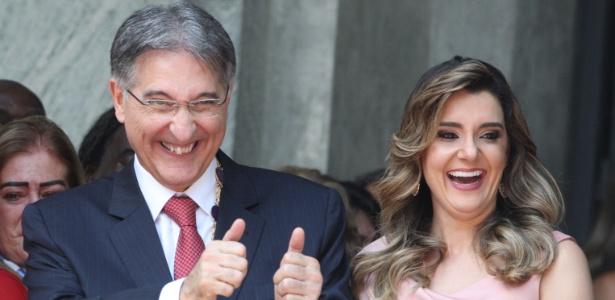 1º.jan.15 - Fernando Pimentel (PT), ao lado da mulher Carolina, durante sua posse
