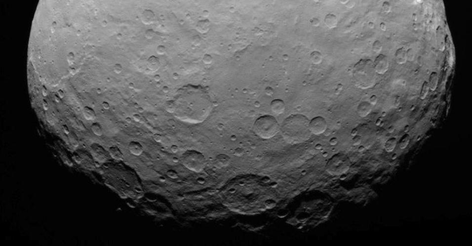 2.jun.2015 - Divulgada pela Nasa (agência espacial norte-americana), a imagem feita pela sonda Dawn registra Ceres em 7 de maio de 2015, a uma distância de 13.600 quilômetros