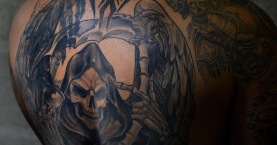 2.jun.2015 - Participante exibe tatuagens durante a