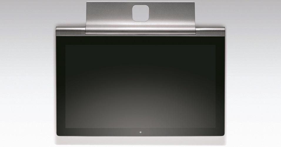 3.jun.2015 - Com um projetor integrado e um subwoofer JBL de 8 Watts, o Yoga Tablet 2 Pro da Lenovo parece mais um cinema portátil do que um tablet em si. Com o salgado preço sugerido de R$ 2.500, o equipamento de 13,3 polegadas é bem maior do que seus concorrentes (o tamanho médio gira em torno de 7'' e 10'') e conta com um suporte para apoiá-lo (sendo até possível pendurá-lo na parede)