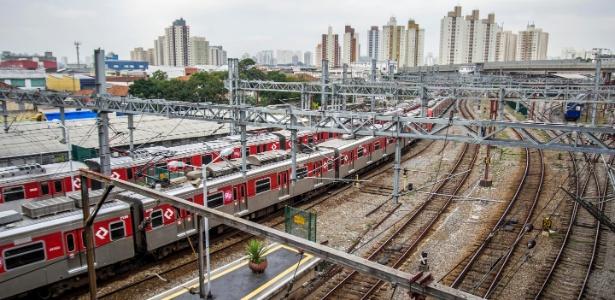 Em SP, 13 pessoas são socorridas em estação de trem após acidente provocado por vestido longo.