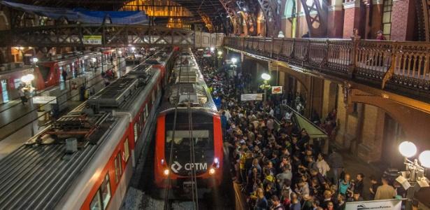 Acúmulo de passageiros em uma das estações da CPTM