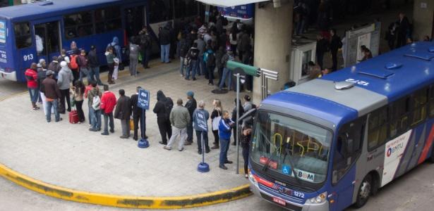 Passageira relata ônibus lotados e preocupação com a volta para casa - Leonardo Benassatto/Futura Press/Futura Press/Estadão Conteúdo